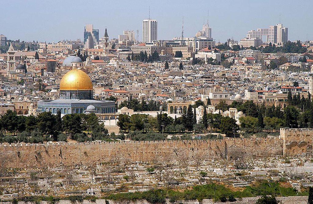 1024px-Jerusalem_from_mt_olives[1]